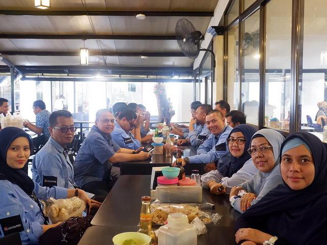 acara makan bersama setelah rapat koordinasi