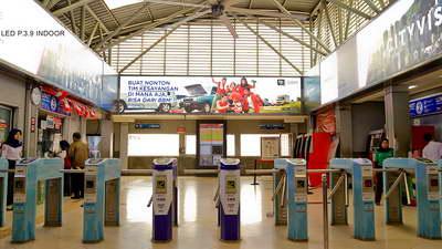 project transportasi indoor lightbox stasiun manggarai jakarta
