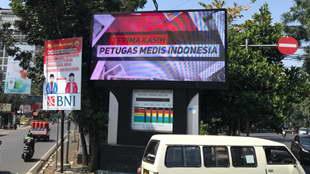 Salah satu LED Videotron di Kota Bandung yang menampilkan visual mengenai apresiasi terhadap petugas medis di Indonesia yang sudah berjuang membantu menangani kasus pandemi covid-19